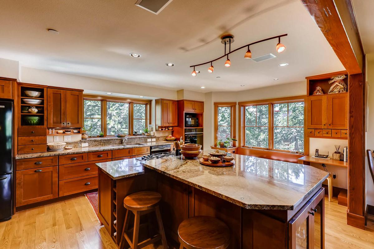 Cozy Craftsmen style mountain retreat luxury real estate