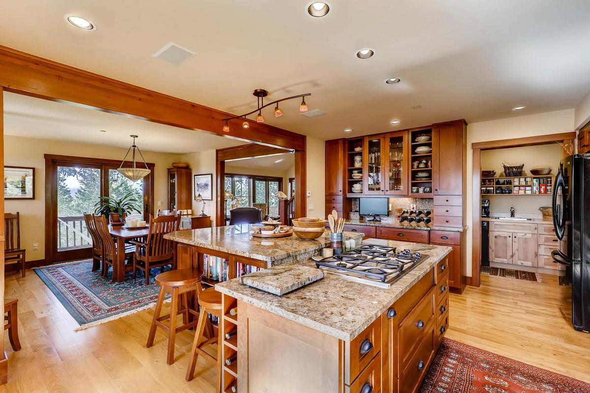 Cozy Craftsmen style mountain retreat luxury properties
