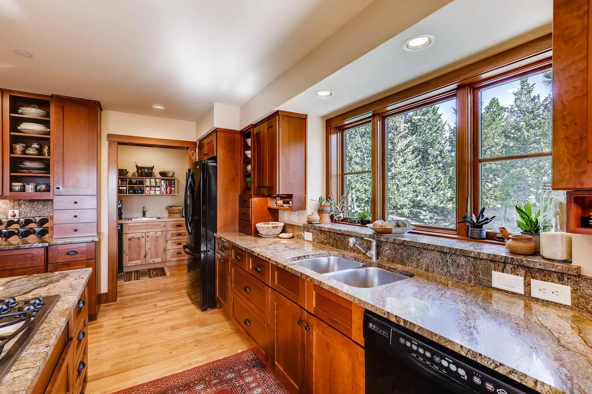 Mansions Cozy Craftsmen style mountain retreat