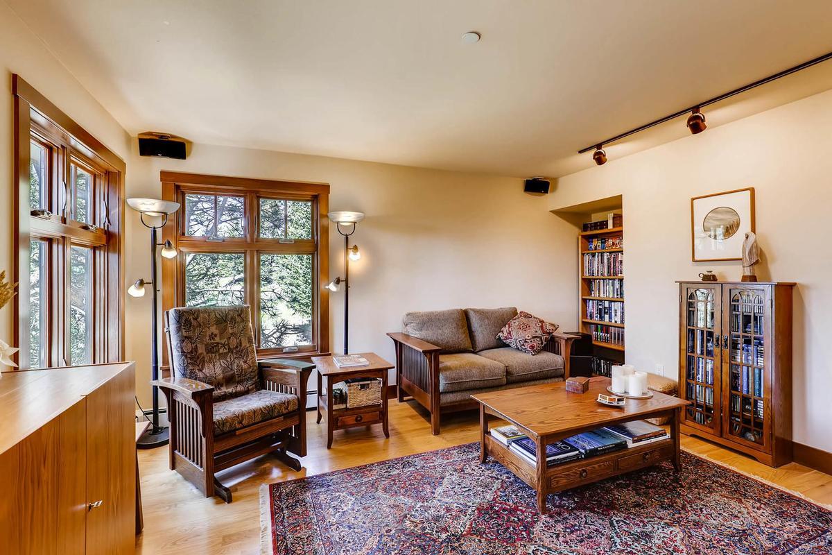 Cozy Craftsmen style mountain retreat mansions