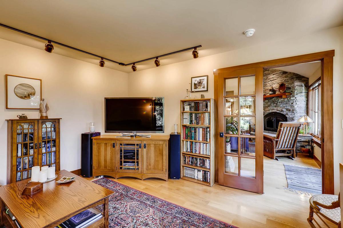 Luxury homes in Cozy Craftsmen style mountain retreat