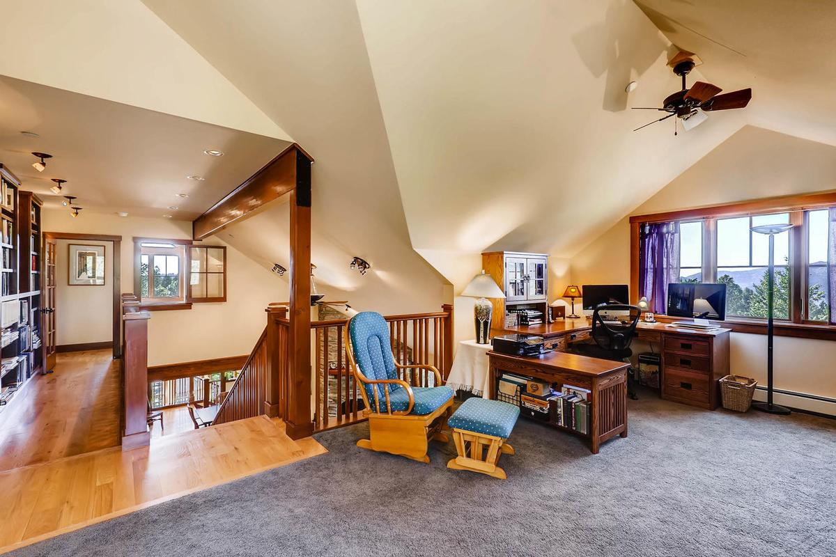 Cozy Craftsmen style mountain retreat luxury homes
