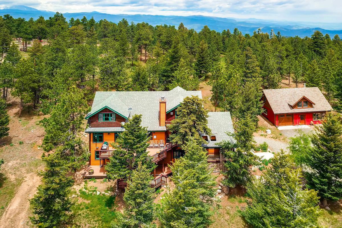 Luxury properties Cozy Craftsmen style mountain retreat