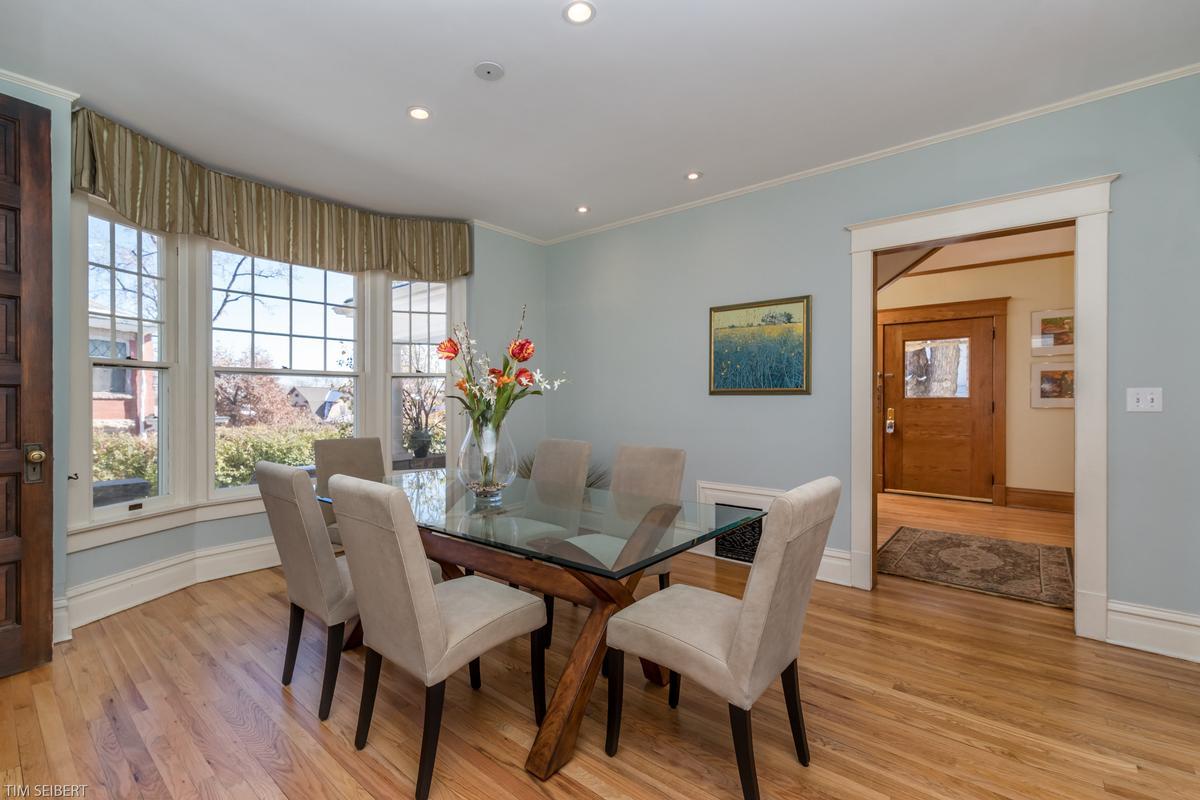 Luxury properties Mapleton Hill Masterpiece