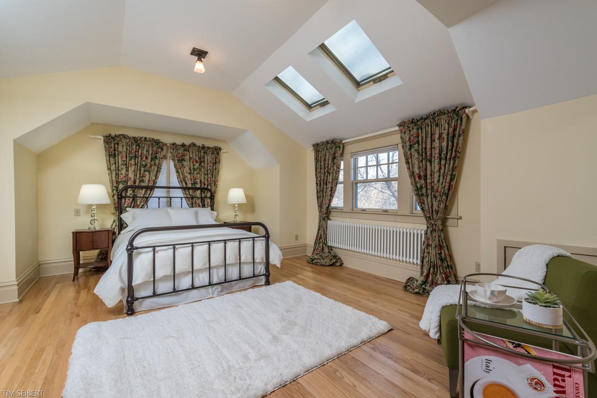 Luxury homes Mapleton Hill Masterpiece