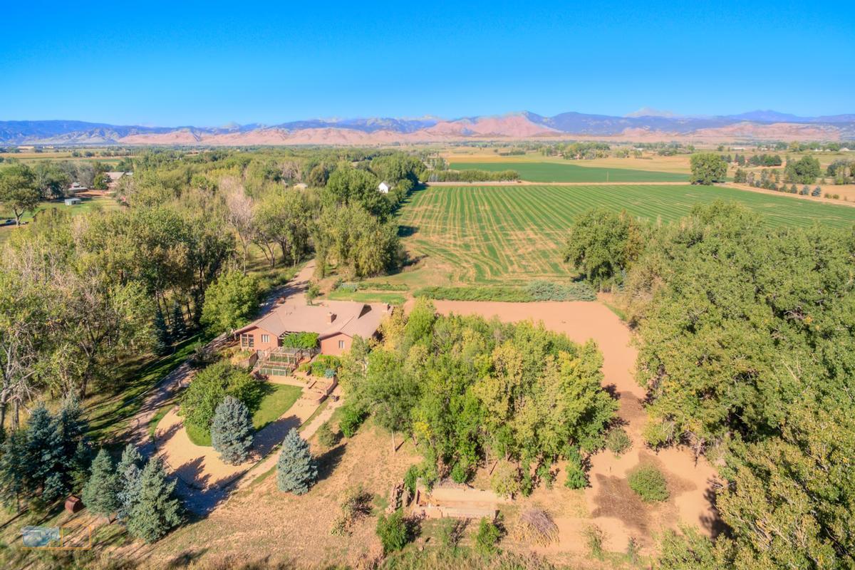 Luxury homes Over nine acres on Left Hand Creek