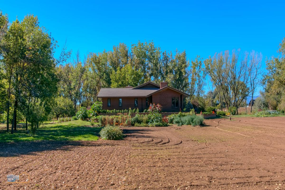 Over nine acres on Left Hand Creek luxury real estate