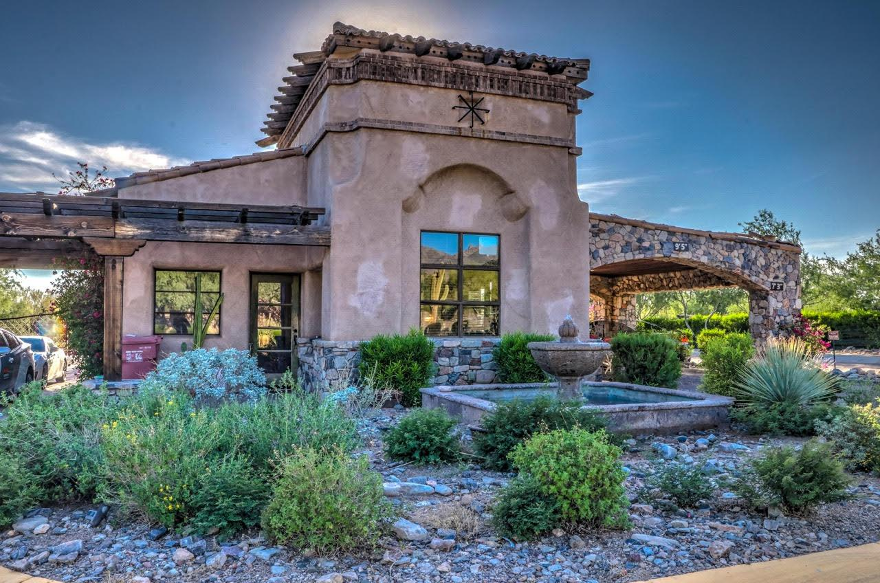 Beautiful like-new Scottsdale mansions