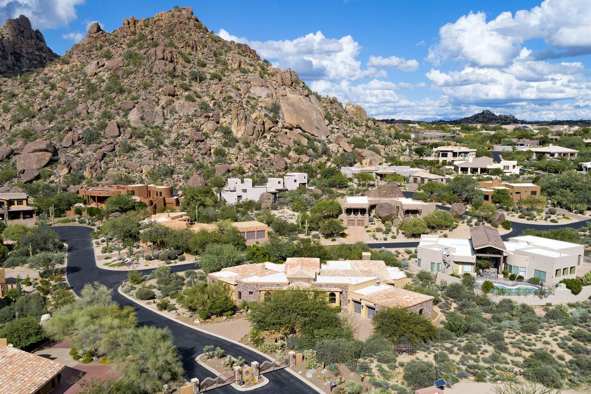 Troon Mountain Views in Troon, Scottsdale Arizona luxury homes