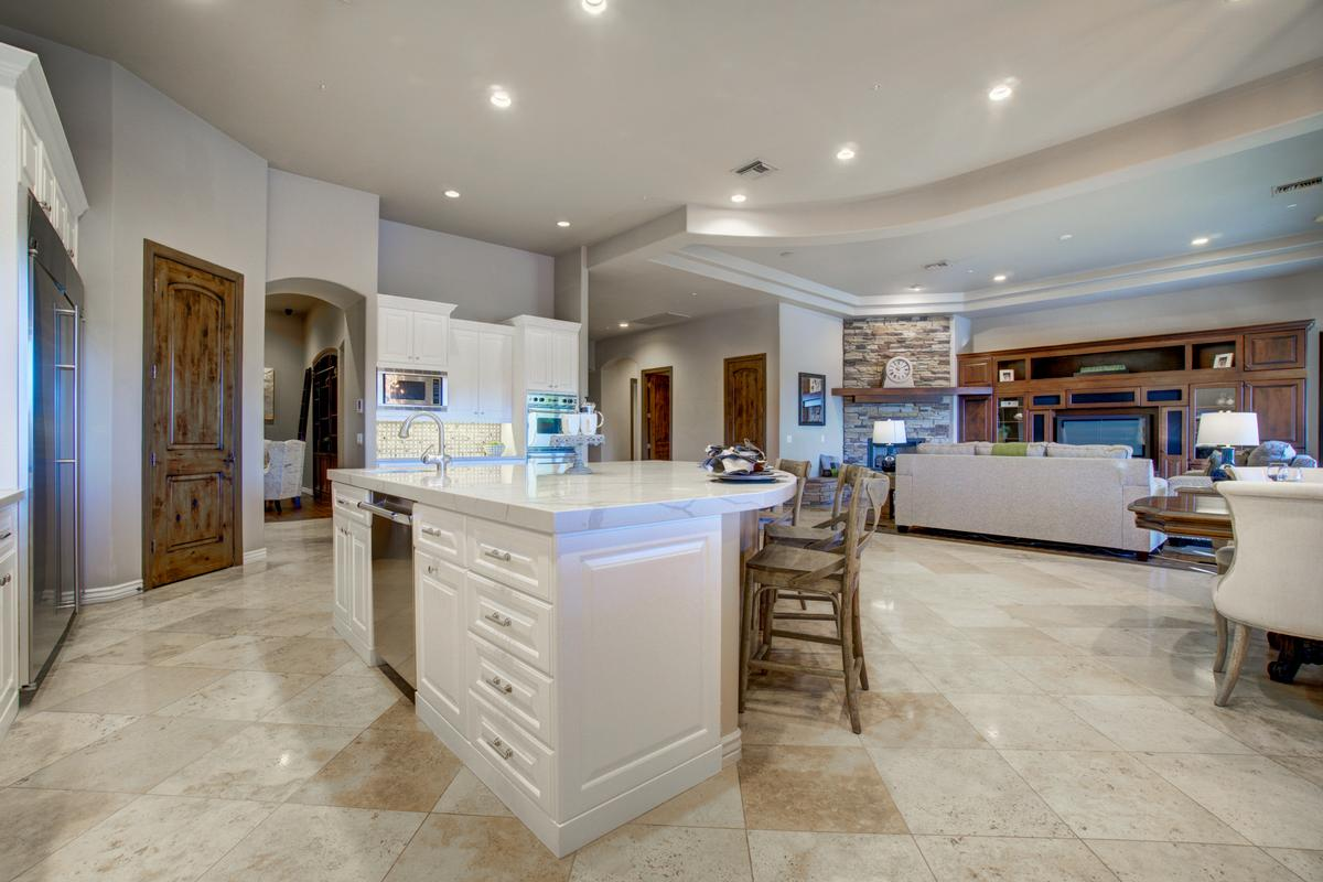 Mansions in Ideal Arizona Living