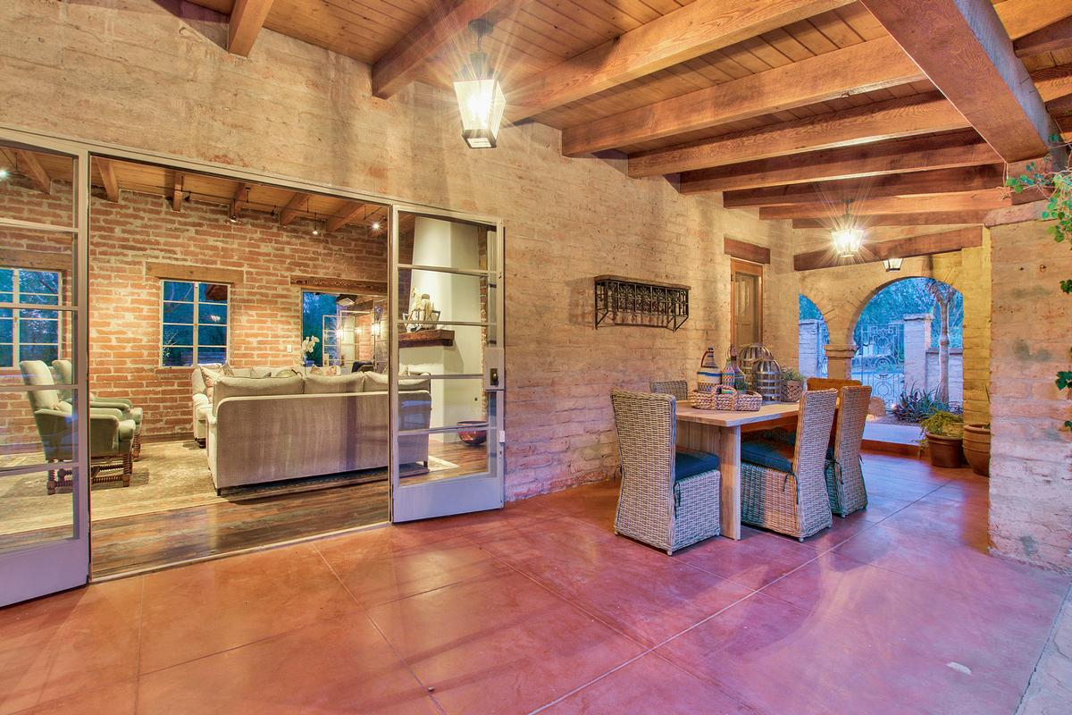 Luxury homes Echo Canyon in Paradise Valley
