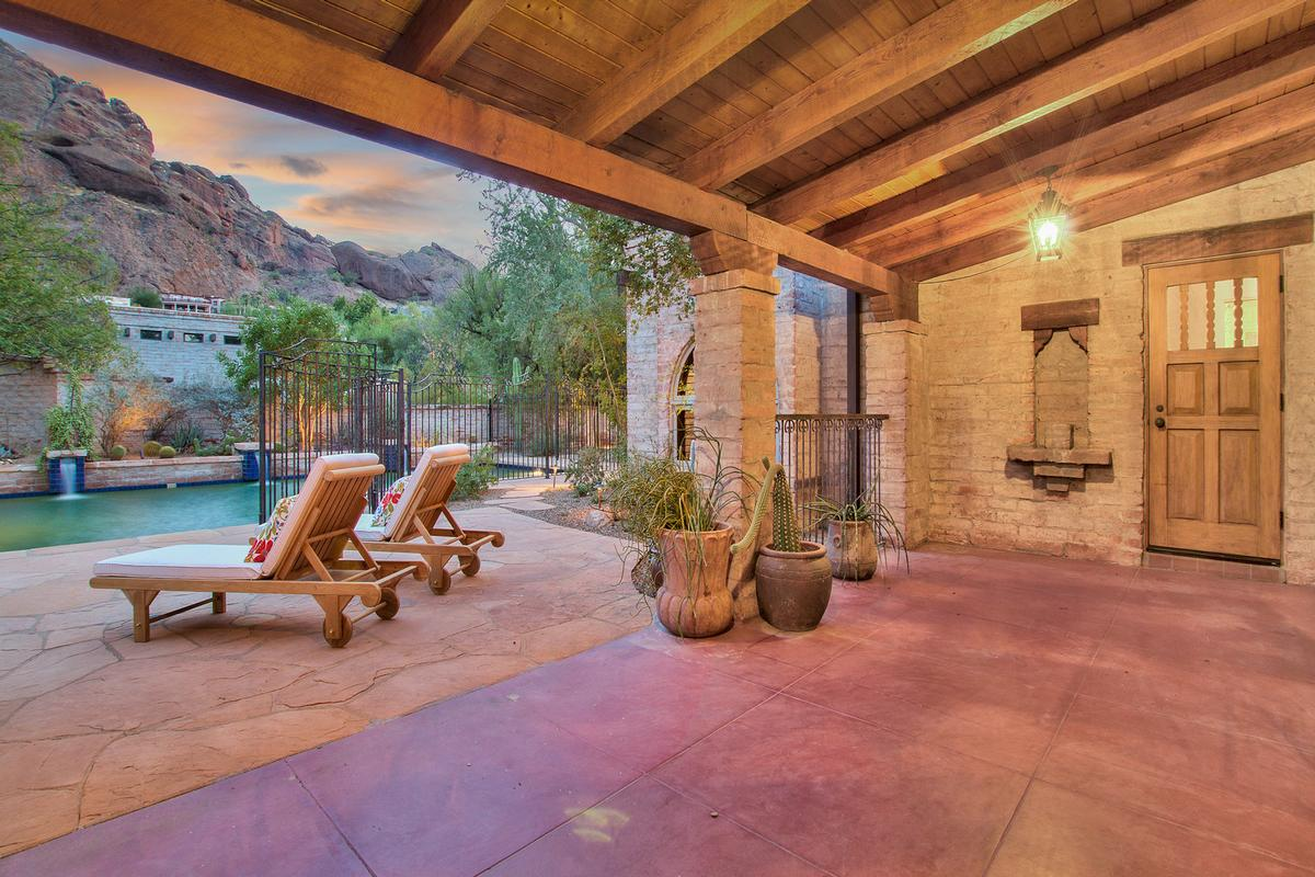 Luxury real estate Echo Canyon in Paradise Valley
