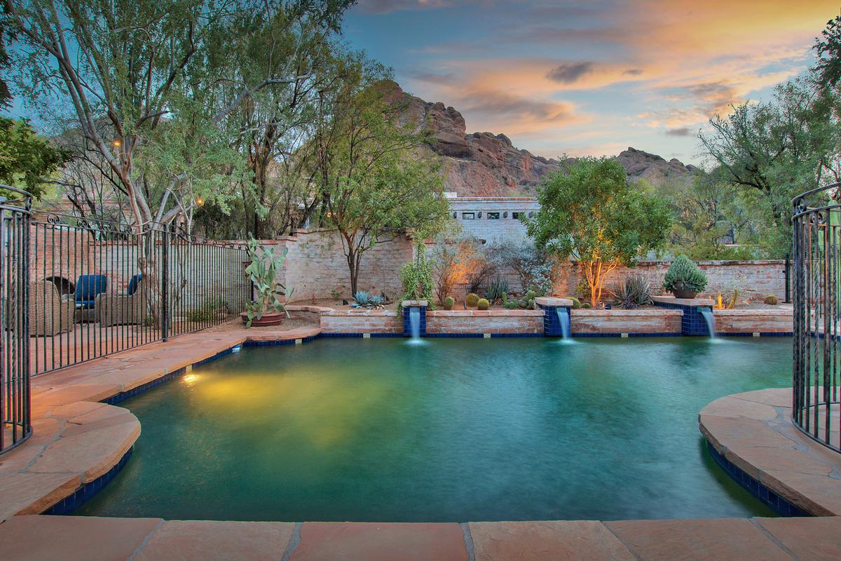 Mansions Echo Canyon in Paradise Valley