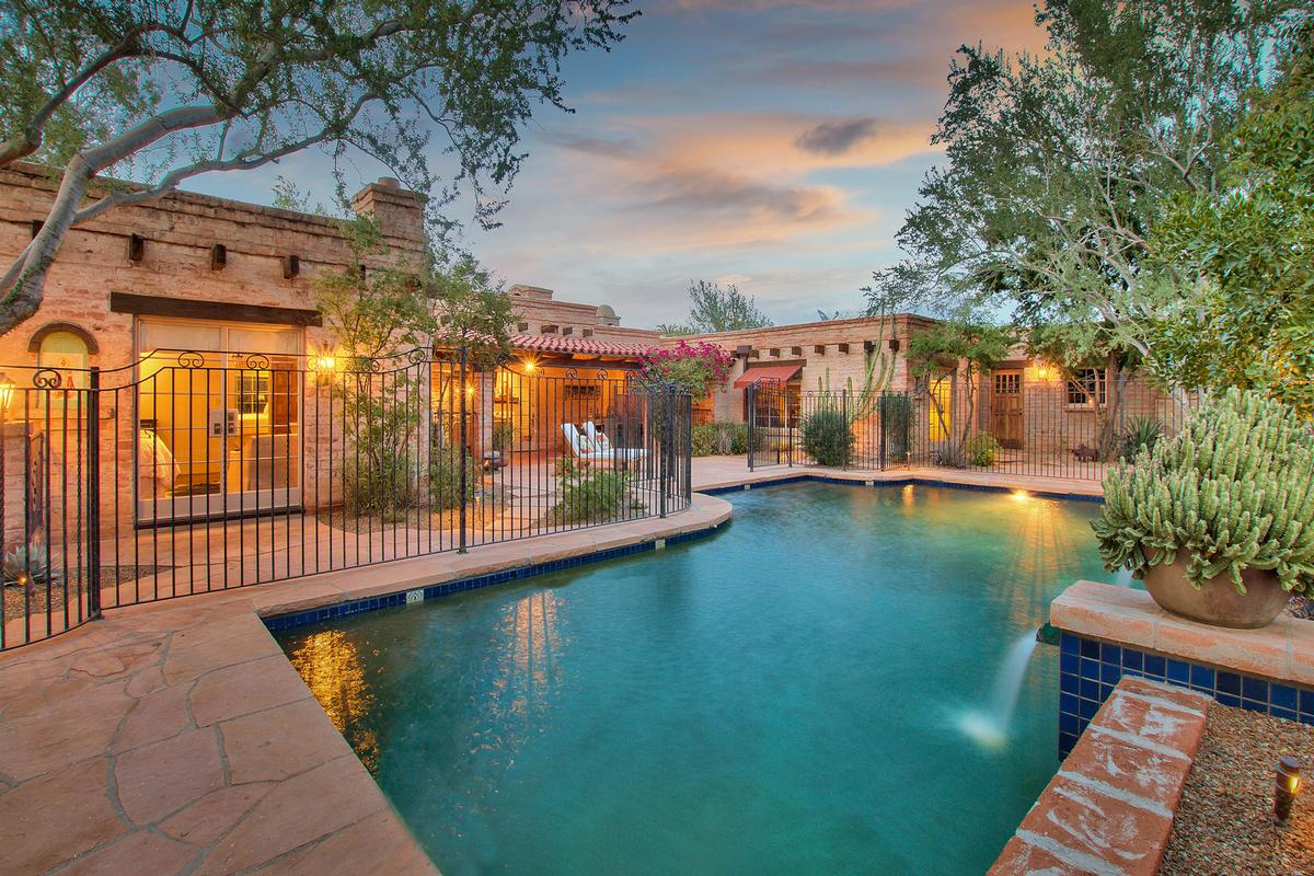 Luxury homes in Echo Canyon in Paradise Valley
