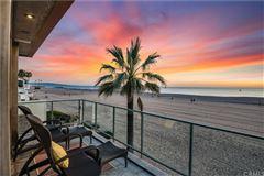 Mansions in beachfront masterpiece