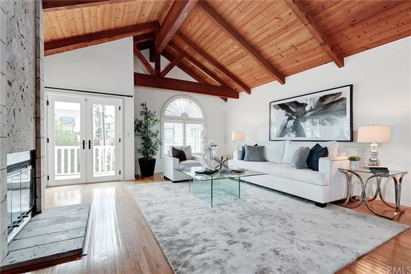 A fantastic opportunity to live in Hermosa Hills luxury real estate