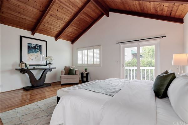 A fantastic opportunity to live in Hermosa Hills mansions