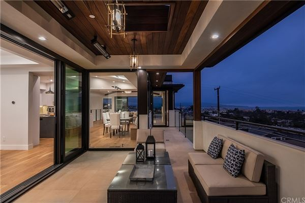 Mansions exemplary Hermosa Beach residence
