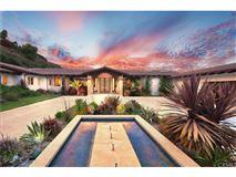 Luxury homes in 21st century modern masterpiece