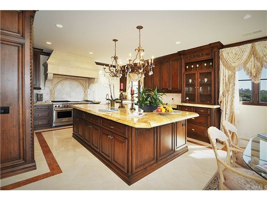 Luxury homes in this custom-built home offers an unsurpassed level of luxury