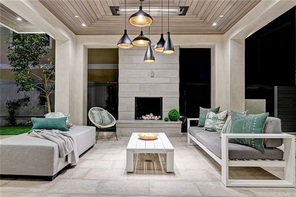 distinctive and luxurious approach to beachside living  mansions