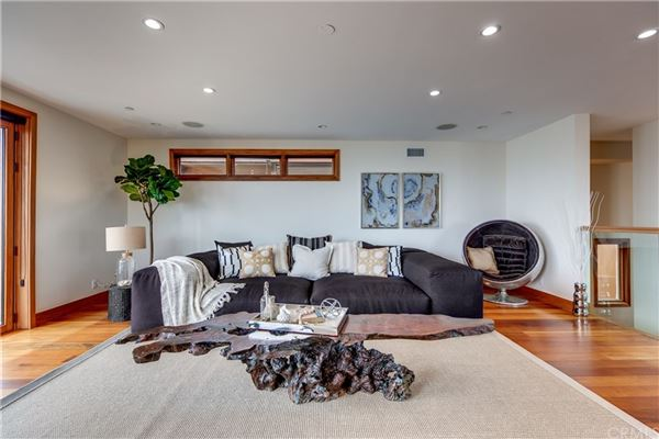 Luxury homes Live the ultimate Manhattan Beach lifestyle in this fabulous home