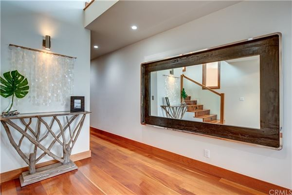 Luxury properties Live the ultimate Manhattan Beach lifestyle in this fabulous home