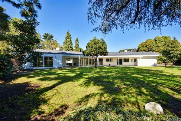 Luxury real estate Gorgeous newly renovated modern farmhouse