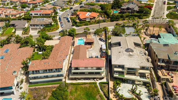 Luxury homes in Premier beach front gated estate