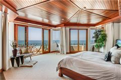 Luxury homes in California oceanfront on The Strand