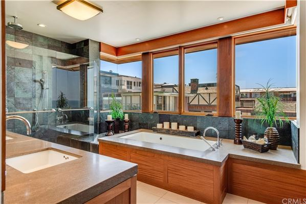 Luxury homes California oceanfront on The Strand