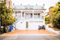 Mansions in 3508 Alma Avenue