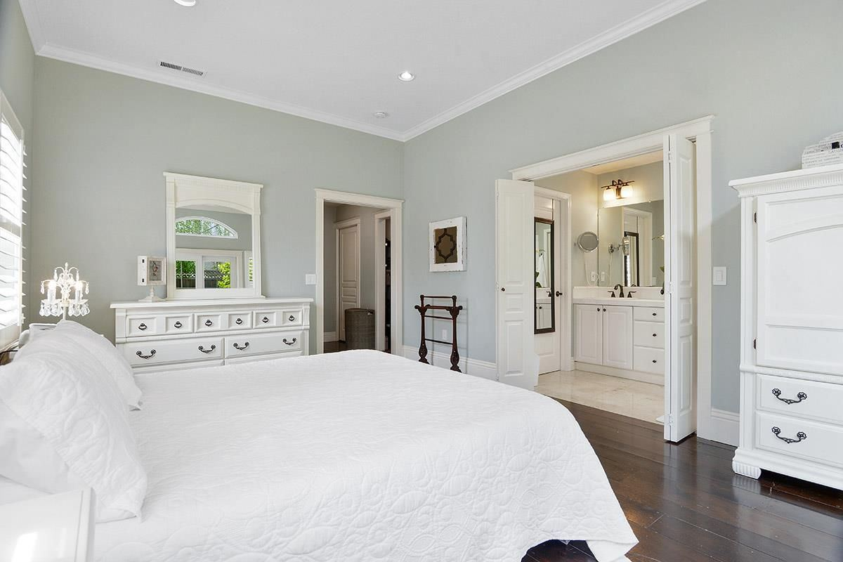 Luxury properties Stunning House is in a Top West Side Location