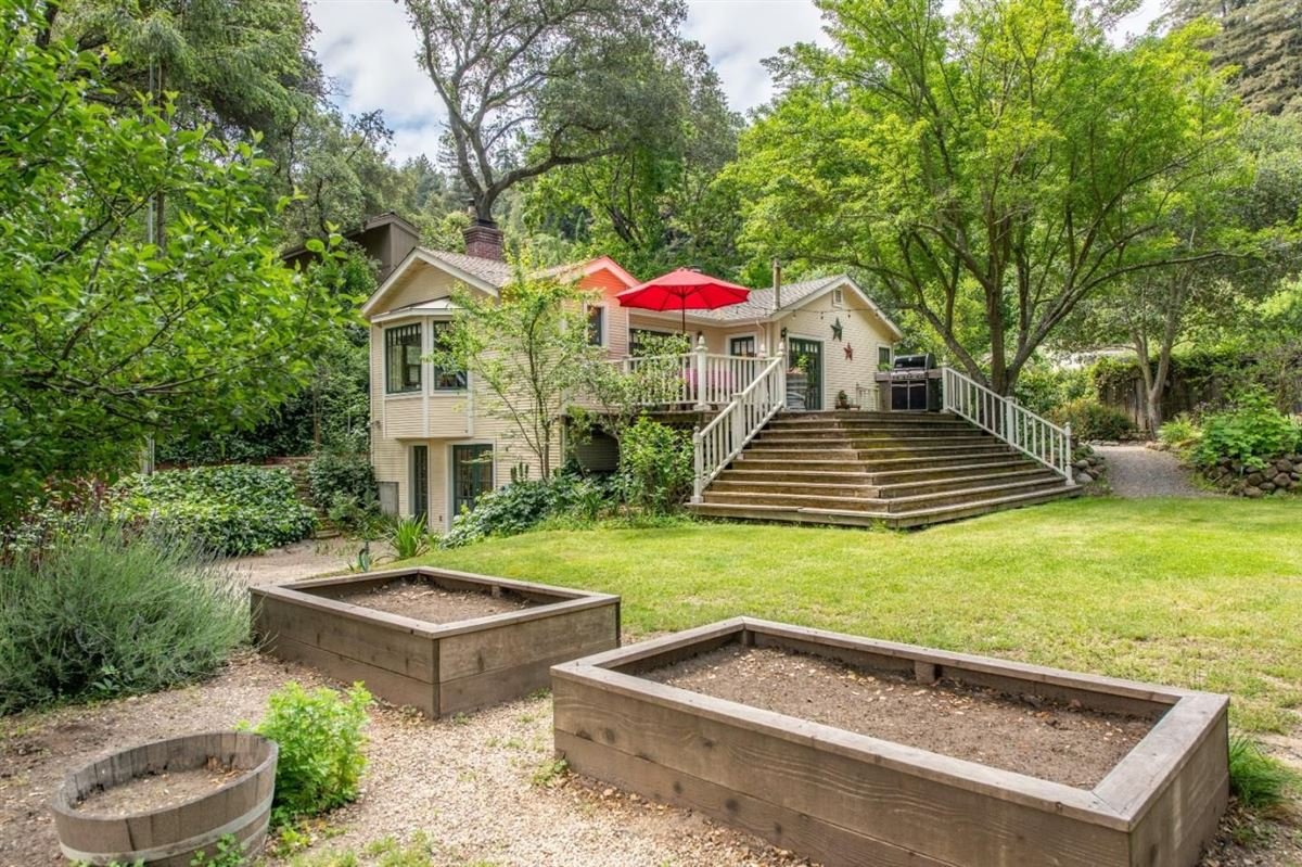 Chemeketa Park Storybook Charm mansions
