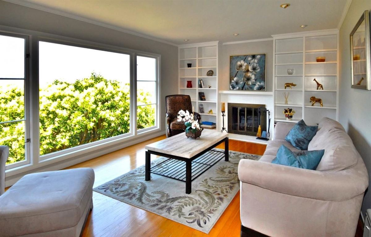 Panoramic bay and city views luxury homes
