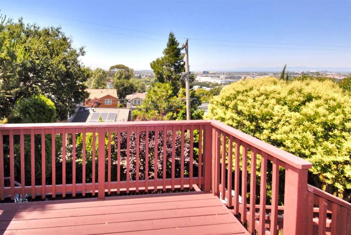 Panoramic bay and city views luxury properties