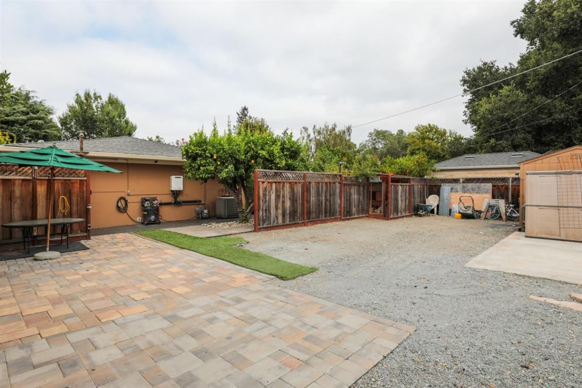 Mansions Beautifully updated and professionally landscaped