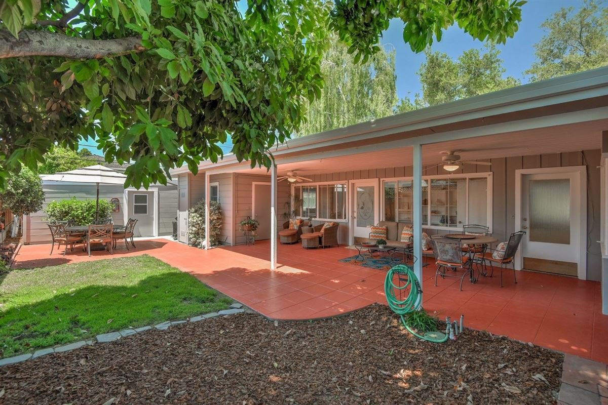 Luxury properties Gorgeous home in historic Rose Garden