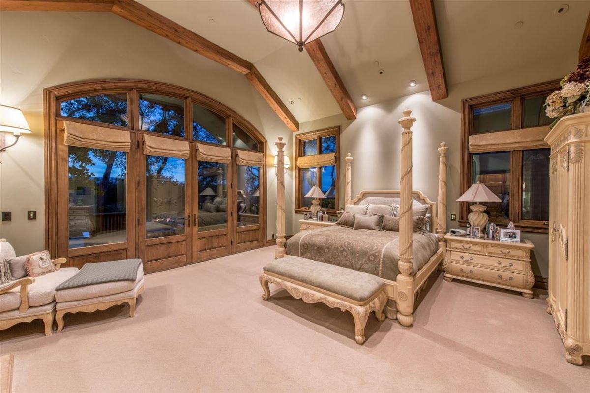 Luxury homes in Magnificent gated luxury estate