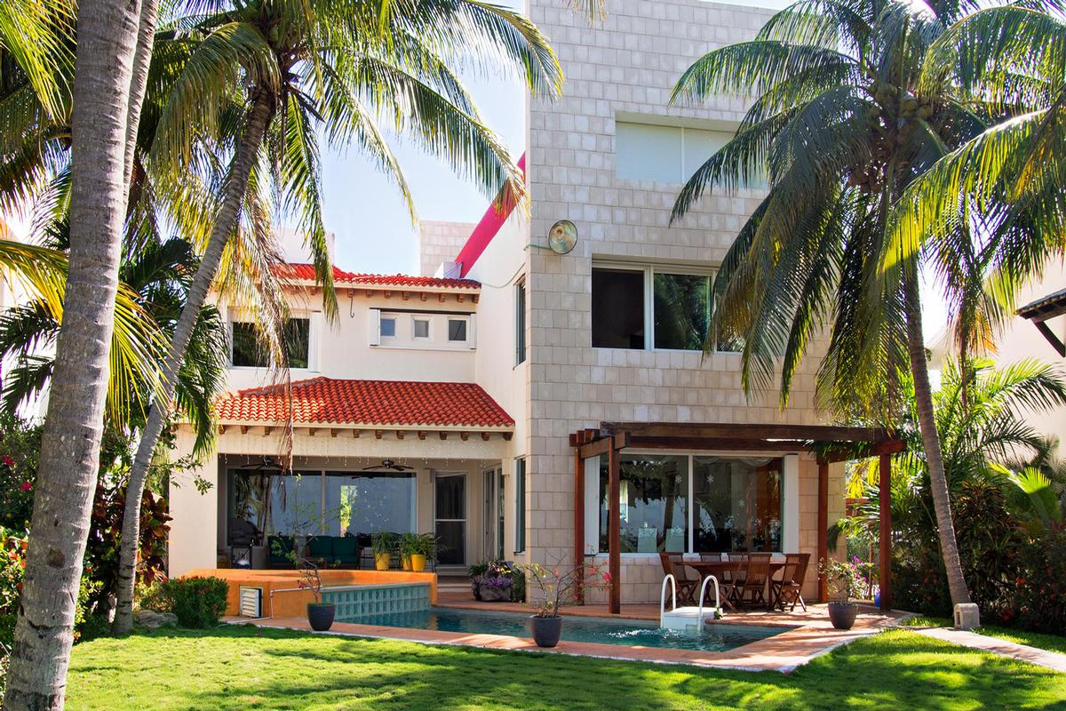 Mansions in CASA MURMULLO