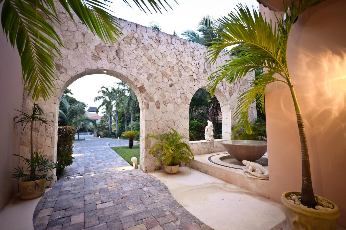 VILLA NAUTICA luxury homes