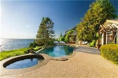 a Waterfront estate luxury homes