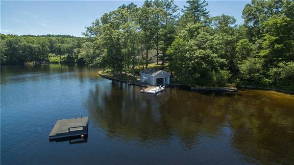 Luxury homes in gracefully poised on Quidnick Reservoir