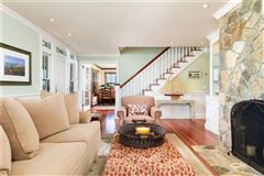 Mansions in this exclusive residence immaculately presents privacy