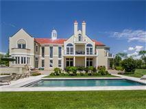 Mansions in Villa al Mare in newport