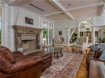 Villa al Mare in newport luxury homes
