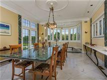 Villa al Mare in newport luxury real estate