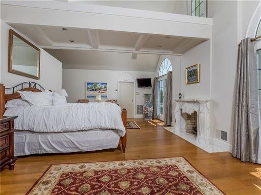 Villa al Mare in newport luxury properties