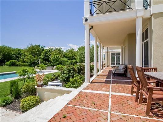 Luxury real estate Villa al Mare in newport