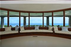 DIRECT OCEANFRONT WITH BEACH in Rhode Island mansions